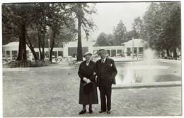 Aix-les-Bains - Carte Photo 1934 - 'Souvenir De Deux Petits Vieux En Cure De Rajeunissement..' - 2 Scans - Aix Les Bains