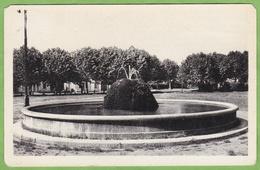 CPSM SAINT MARCELLIN Champ De Mars Fontaine Flamme Daguin ? 1952 38 Isère - Saint-Marcellin