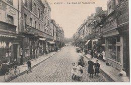 CAEN (14). La Rue De Vaucelles, Animée. Magasins: Boucherie,Magasins Du Progrès Vallée, Bureau De Placement: Aduhamel - Caen