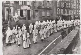 Saugue Confrérie Des Pénitents Processions Du Matin Le Jeudi-saint ( Pas Courant) - Saugues