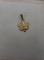 Petite Médaille En Plaqué Or Feuille D'érable Canada - Pendentifs