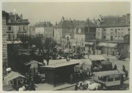 Pau . Marché Place De La Préfecture Le 1er Avril 1899 . Vue Prise De L'Hôtel Henri IV . Autobus Tiré Par Des Chevaux . - Anciennes (Av. 1900)
