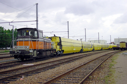Villeneuve St. Georges (94)  EIM TGV PSE - En 2001 - Le Locotracteur Y8034 Tracte Une Demi Rame TGV Postal - Gares - Avec Trains