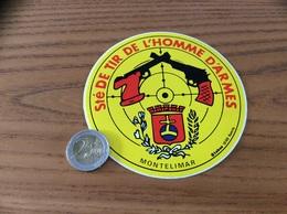 AUTOCOLLANT, Sticker «Sté DE TIR DE L'HOMME D'ARMES - MONTELIMAR (26)» (blason, Revolver) - Aufkleber