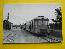 Photo J.Bazin ,gare , Train ,tramway,Lanloup - Trains