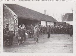 PHOTOGRAPHIE ORIGINALE SARTHE SAINT AUBIN DE LOCQUENAY   1940  Militaires - Places