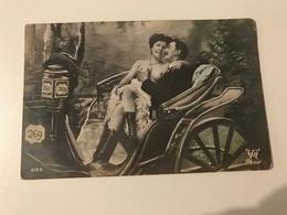 Carte Postale Ancienne (1910) Promenade En Voiture - Beauté Féminine D'autrefois < 1920