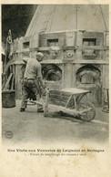 35 LAIGNELET La Verrerie : Ouvrier Effectuant Le Remplissage Des Godets à Verre Cliché Ant 1903 - France