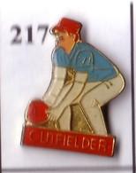 A217 Pin's Football Américain Base-ball  équipe Cutfielder Baseball Usa Achat Immédiat - Baseball