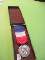 Médaille Du Travail Et De La Sécurité Sociale / République Française/Honneur Travail/ P STEPHANT/A Bottel/1959   MED342 - France