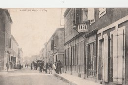 MASSEURE (32). Le Puy. Rue Animée, Attelage. Commerce: Tabac - France