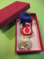 Ministère De L'Agriculture/Médaille Du Travail/République Française/Honneur Travail/Mme  TOPOLNISKI/A Borrel/1980 MED347 - France