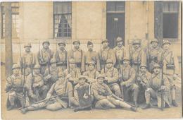 LAVAL (53) Carte Photo Militaire Groupe De Soldats Du 124ème Infanterie Gros Plan - Laval