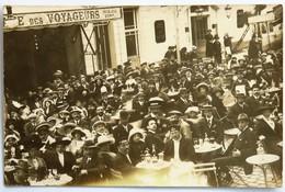 """C. P. A. : 35 SAINT-MALO : Photo De Personnes à La Terrasse Du Café Des Voyageurs, Photo """"ATHENY"""", St-Malo - Saint Malo"""