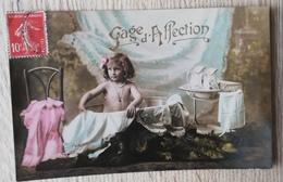 CPA FANTAISIE Fillette Dans Son Bain GAGE D'AFFECTION - Enfants