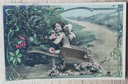 CPA FANTAISIE ANGE Enfant Dans Une Brouette. LE NORMAND PHOTO - Enfants
