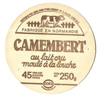 CAMEMBERT CORA ( BOIS SERIGRAPHE ) UNE VACHE, VOIR DETAIL EMB. 61 Z , VOIR LE SCANNER - Fromage
