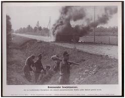 Dt- Reich (007877) Propagandasammelbild, Bilderdienst Weber Leipzig, Brennender Sowjetpanzer - Duitsland