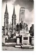 61 La Ferte Mace Eglise Et Le Monument De La Victoire Aux Morts Guerre 1914 1918 CPSM PF - La Ferte Mace