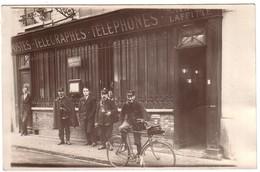 MAISONS-LAFFITTE  - Carte Photo  Du Bureau De Postes-Télégraphes Avec Facteurs -( Nom à Droite Au Dessus De La Porte). - Maisons-Laffitte