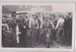 CHAUNY (Aisne) Carte-photo 2 Septembre 1944 Arrivée Américains Armée Moto Us Army GI Soldier Motorcycle WW2 Libération - Chauny