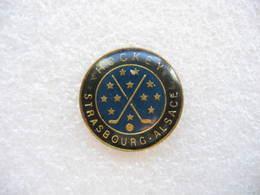 Pin's Du Hockey Club De Strasbourg (Dépt 67) - Patinaje Artístico