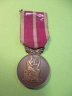 Médaille D'Honneur / Sociétés Musicales Et Chorales /Joueuse De Lyre  /J VATINELLE/ /1924    MED349 - France