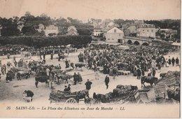 SAINT-LO (50). La Place Des Alluvions Un Jour De Marché (aux Bestiaux). Attelages - Saint Lo