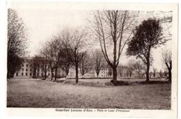 CPA     REIMS       1940       QUARTIER JEANNE D ARC       PISTE ET COUR D HONNEUR - Casernes