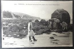 CPA 29 TREBOUL - La Grande Roche Des Sables Blancs - Animation, Pêcheur Dans Les Rochers - Villard 3293 - Réf. P 68 - Tréboul
