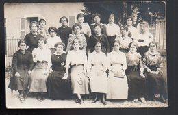 REF 470 : CPA Carte Photo Groupe De Femme - Barracks