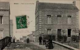 76-OISSEL....RUE LOUIS RUELLE....CPA ANIMEE - France