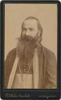 J64 - Photographie - L'homme à Barbe En Costume Traditionnel - Un Pope Roumain - Anonymous Persons