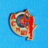 1 PIN'S //  **  ARC / ARCHER A.C ** - Tiro Al Arco