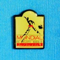 1 PIN'S //  ** MONDIAL DE PELOTE BASQUE / SAINT-JEAN-DE-LUZ '94 / CHISTERA ** - Pin's