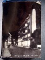 (FG.L22) CERVIGNANO DEL FRIULI - VIA ROMA Di Notte, Notturno (UDINE) Viaggiata 1955 - Udine