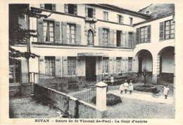 17 CHARENTE Maritime Enfants Jouant Dans La Cour De L'établissement Des Soeurs De St Vincent De Paul De ROYAN - Royan