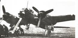PHOTO AVION  JUNKER JU88 A AVEC BANDES BLANCHES CHARGEMENT BOMBES GB 1/31 BASE DE BORDEAUX  17X8CM - Aviation