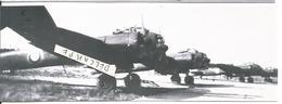 PHOTO AVION  JUNKER JU88 A AAC-1 GB 1/31 ALIGNéS BASE DE CAZAUX MAI 1945 RETRAIGE 17X5CM - Aviation