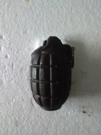 Grenade à Main Anglaise  MILLS - Modèle N° 5 - MK 1 - Ww1 - INERTE. - Armes Neutralisées