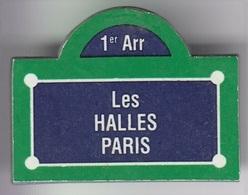 Q244 Pin's Ville PARIS Plaque De Rue LES HALLES 1er Achat Immédiat - Cities