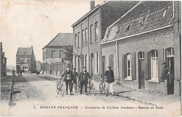 Douane Française -- Arrestation De Cyclistes Fraudeurs - Rentrée Au Poste - Douane