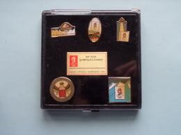 1992 - ALBERTVILLE > XVIes Jeux Olympiques D'HIVER ( Box Of 5 ) Button / Pin / Speld / Epingle > Voir / See Photos ! - Uniformes Recordatorios & Misc