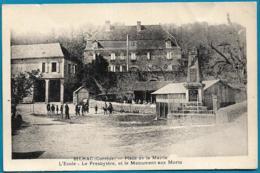 D19 - BILHAC - PLACE DE LA MAIRIE-L'ECOLE-LE PRESBYTERE ET LE MONUMENT AUX MORTS-Nombreux Enfants - Other Municipalities