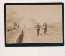 J64 - Photographie Originale - Deux Chasseurs Alpins Arrivant Au Poste Au Col - Guerra, Militares