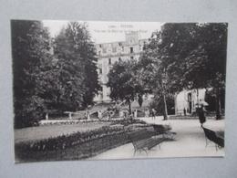 VITTEL (88 Vosges )  VUE SUR LE PARC ET LE GRAND HOTEL  ANIMEES - Vittel Contrexeville