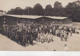 Carte Photo    Le Camp De Giessen   (Allemagne ) Avec  Soldats Prisonniers  Photo Kurtz - Oorlog, Militair