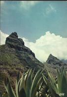 Route De Cilaos - La Réunion - Voyagée Vers La France  En 1972, Timbre 0,50 Avec Surcharge 25f CFA - La Réunion
