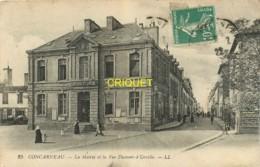 29 Concarneau, La Mairie Et La Rue Dumont D'Urville - Concarneau