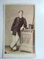 CDV BRUXELLES - Jeune Homme Élégant - Chapeau Haut De Forme - Photo F. Deron - 1865 - BE - Photos
